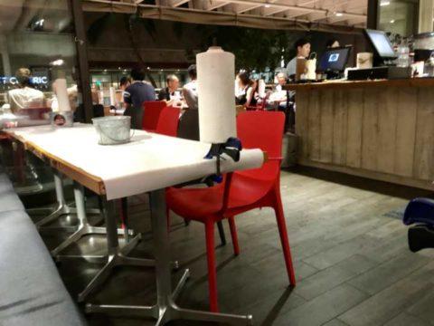 クラッキンキッチンのテーブル席