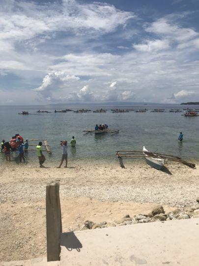 2017cebu_オスロブ ジンベイザメ ボートが並ぶ様子