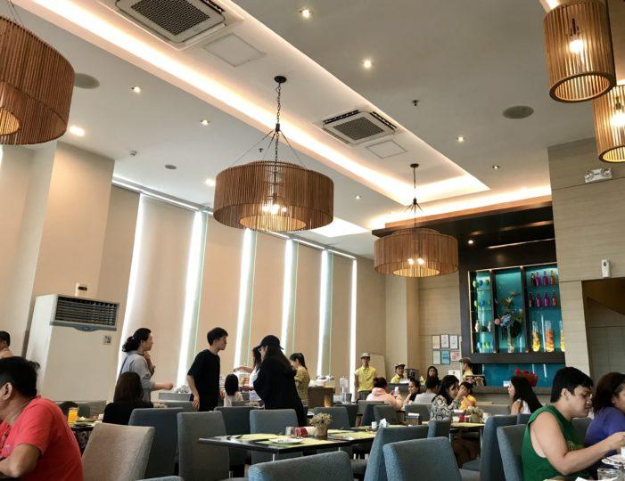 2018cebu ベイフロントホテル 朝食 レストラン内2