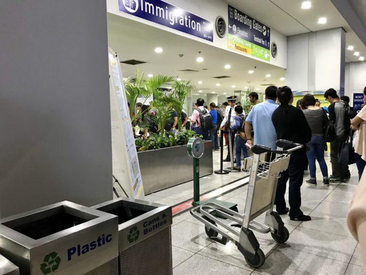 2018cebu_マニラ空港 長蛇の列