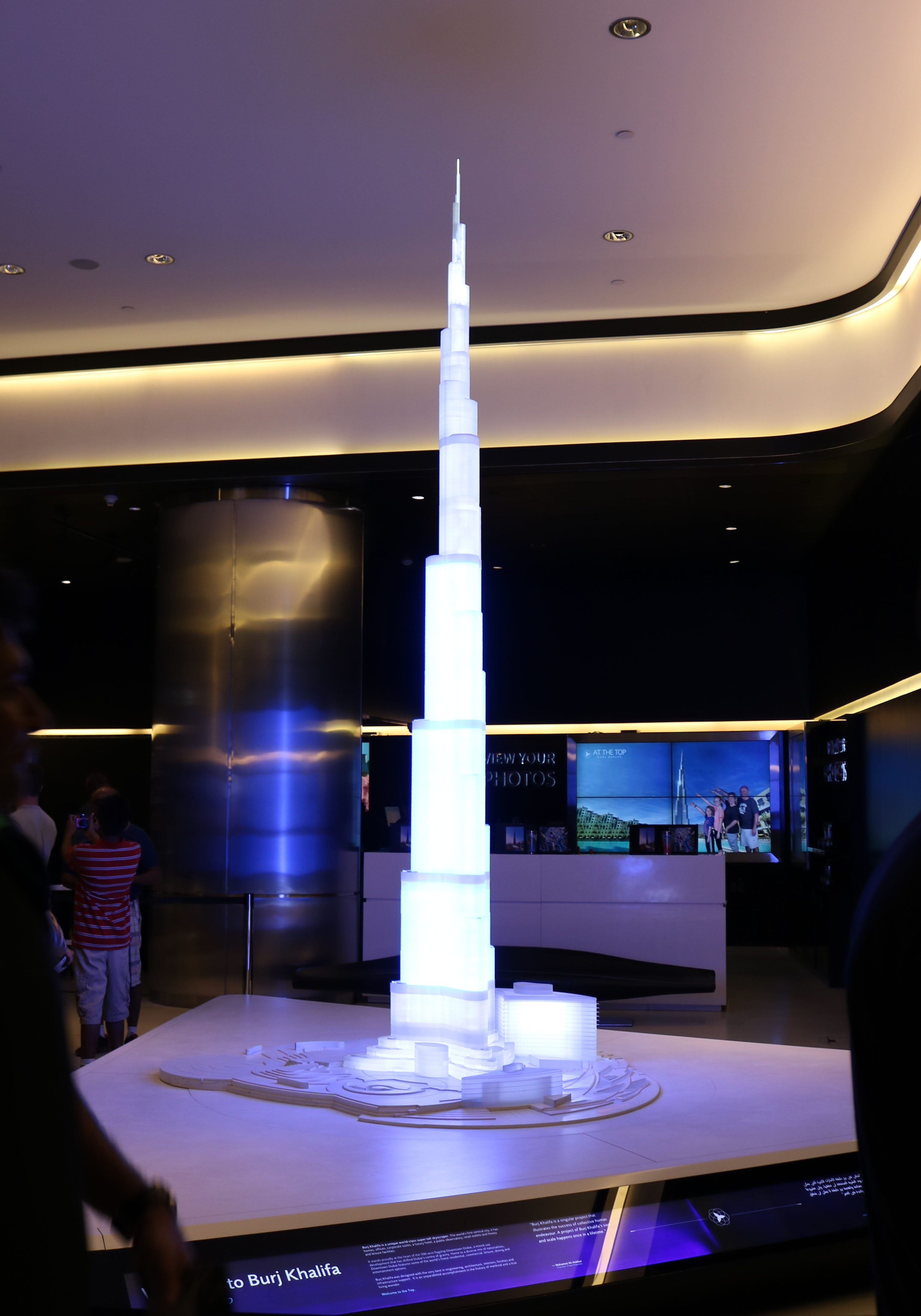 2017UAEドバイ バージュ・カリファ 展望台へ 模型