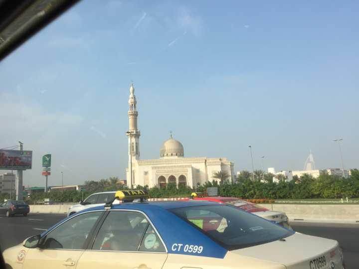 2017UAEドバイ アブダビ グランドモスクへ向かう タクシー