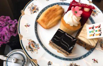 アフタヌーンティーセットのケーキを食べる時にはもうお腹いっぱいでした