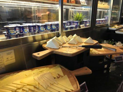 Pullman_プルマンホテルのビュッフェのチーズ