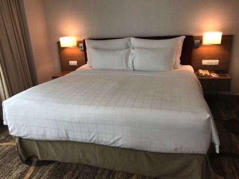 Pullman_プルマンホテルのベッドの様子