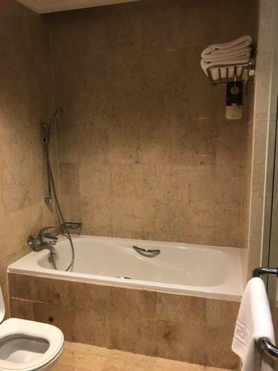 Pullman_プルマンホテルの浴槽はとても大きいです