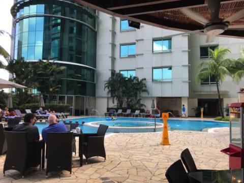 Pullman_プルマンホテルのプールの様子