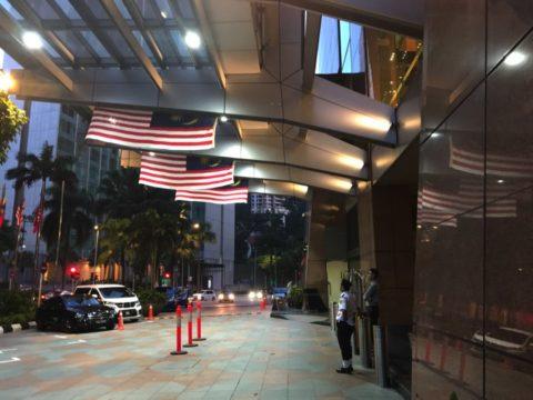 TradersHotel(トレイダーズホテル)のエントランスを横から見た風景
